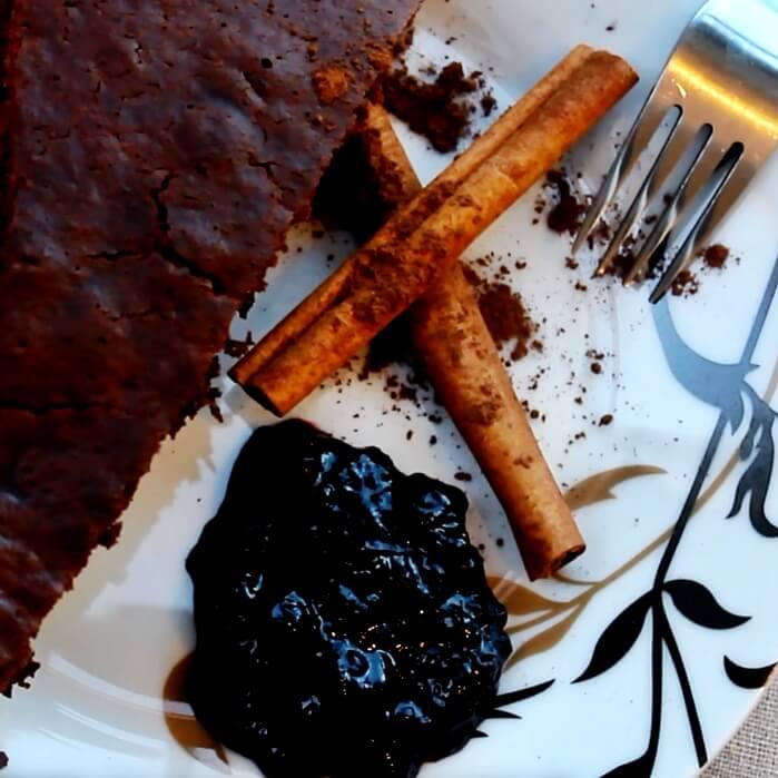 Puszyste ciasto piernikowe jest szybsze w przygotowaniu i bardziej uniwersalne niż tradycyjny twardy piernik - Piwniczka Chomika