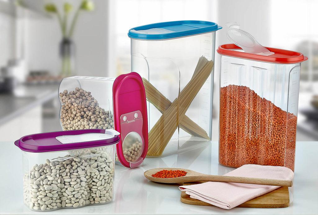 Szczelna pokrywa pojemnika na artykuły sypkie gwarantuje zachowanie suchości i świeżości produktów.