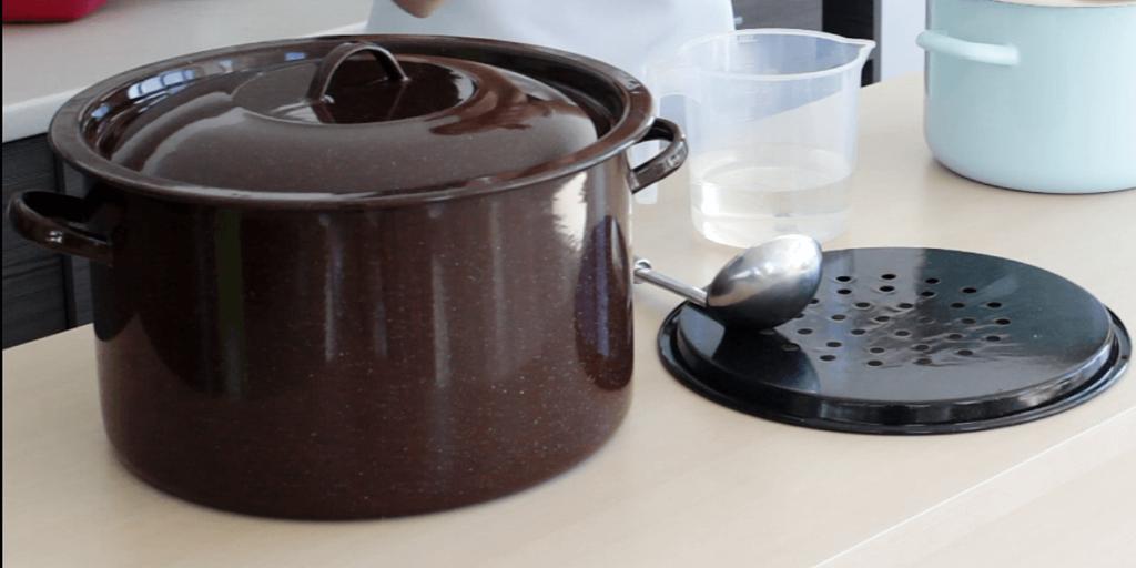 Garnek wyposażony we wkład do pasteryzacji do idealny zestaw dla miłośników domowych przetworów,