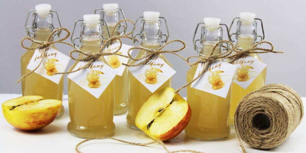 Ocet jabłkowy w butelkach z zapięciem mechanicznym.