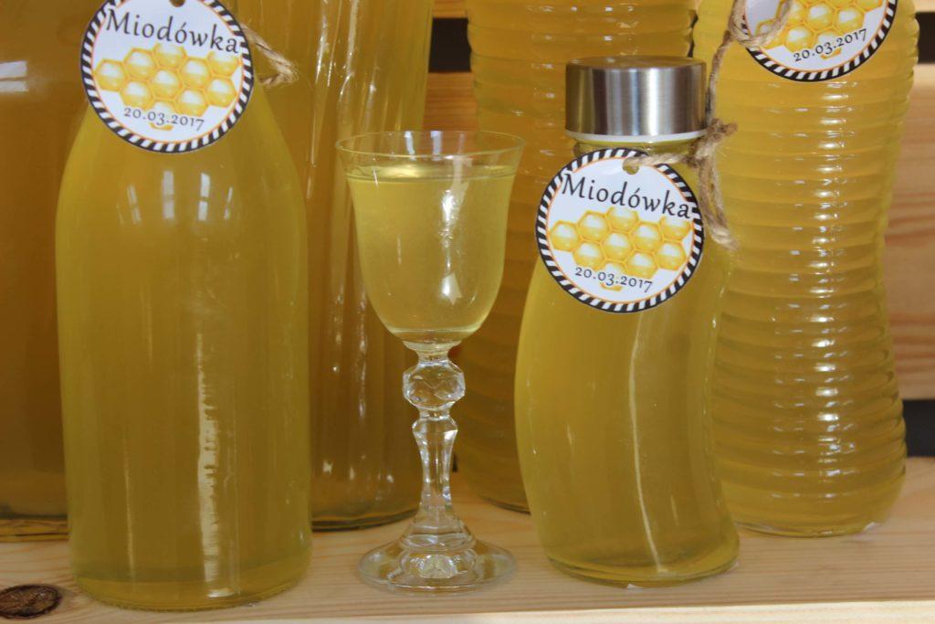 Butelki z szerokim gwintem są praktyczne i trwałe. Kliknij w obrazek, aby zobaczyć pozostałe polecane butelki na domowy alkohol.