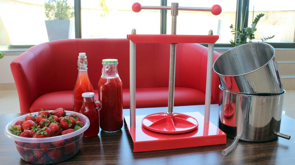 Prasa ze  stali nierdzewnej skutecznie wyciska sok z owoców i jest bezpieczna dla zdrowia.