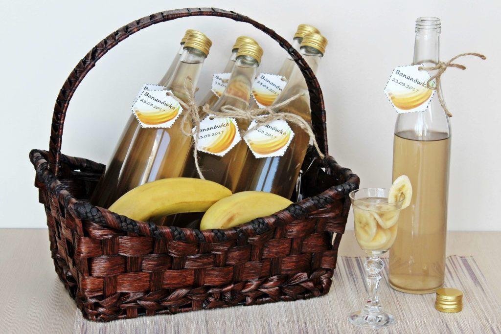 Smukłe butelki pięknie prezentują domowe nalewki. Kliknij w obrazek, aby poznać inne polecane przez nas butelki na alkohol.