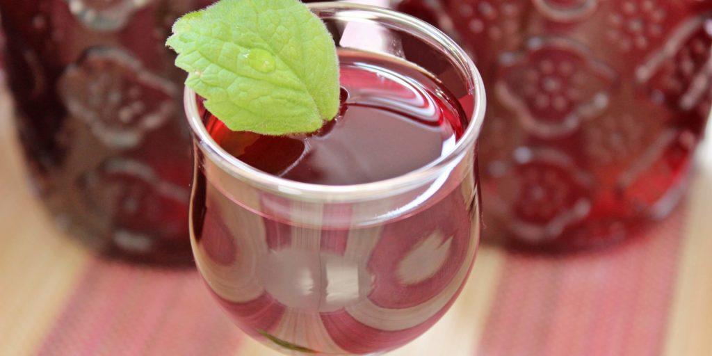 Aromatyczna porzeczkówka łączy w sobie smaki dwóch rodzajów owoców. Kliknij w obrazek, aby sprawdzić przepis na inne smakołyki z porzeczek.